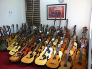 Chuyên cung cấp các loại đàn Guitar xách tay từ Nhật Yamaha, Morris, Suzuki, Legend...